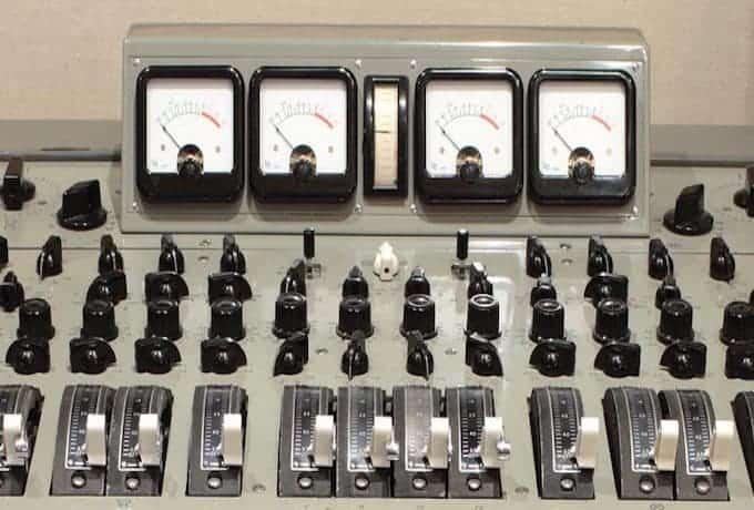 ミックスに本当の透明度を与える魔法の周波数8khを扱えるプラグインRS135について